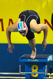 Natalie Du Toit beat her own world record to claim gold in the 50m EAD Freestyle Final.
